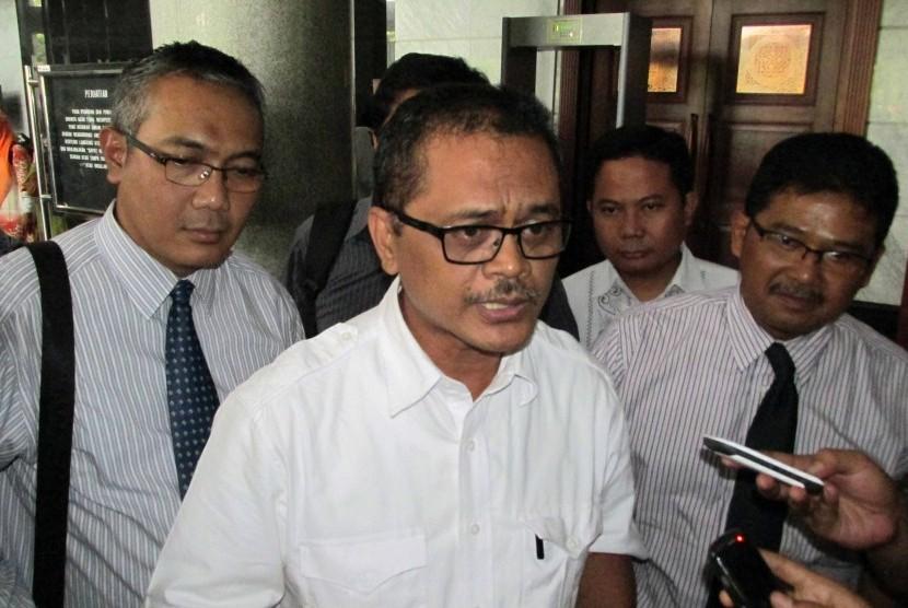 Photo of Sejumlah Ormas Minta Pemprov Kepri pecat Penasehat Hukum Andi Nasrun.