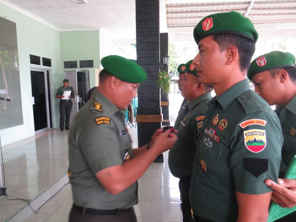 Photo of Upacara Korps Raport Kenaikan Pangkat Prajurit dipimpin Kasdim 0315 Bintan