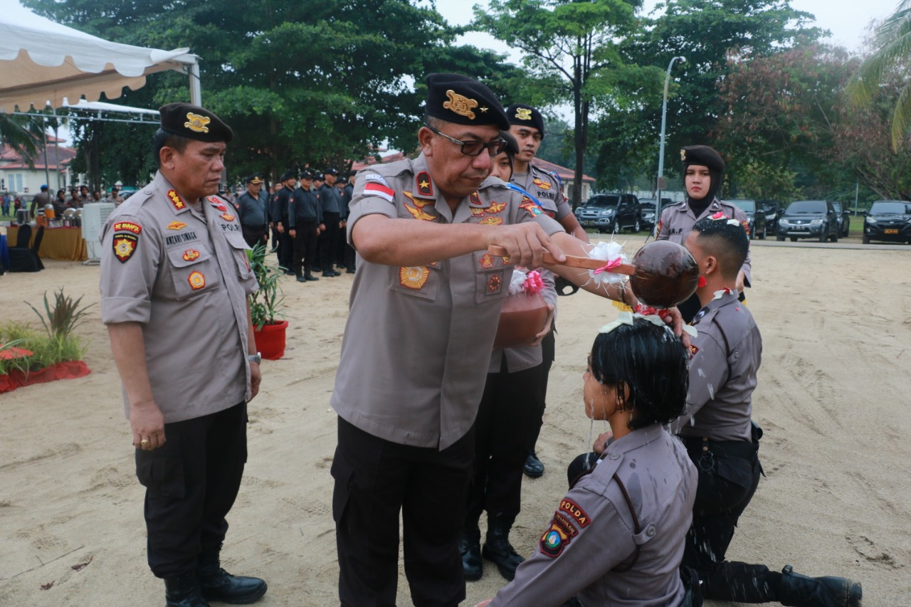 Photo of Wakapolda Pimpin Tradisi Pembaretan Personel Dit. Samapta Polda Kepri