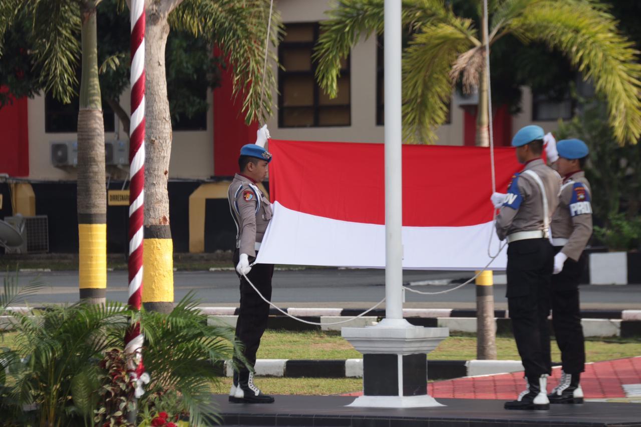 Photo of Peringati Hari Pahlawan, Polda Kepri Laksanakan Upacara Bendera