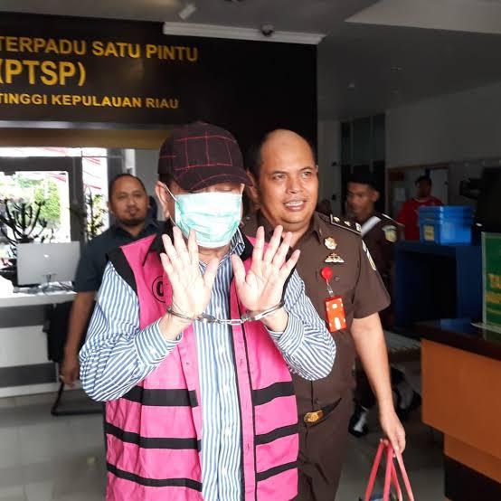 Photo of Tersangka Kasus Korupsi Monumen Bahasa Arifin Nasir Mantan Kadisbud Kepri akan Buktikan Dirinya Tidak Bersalah di Pengadilan