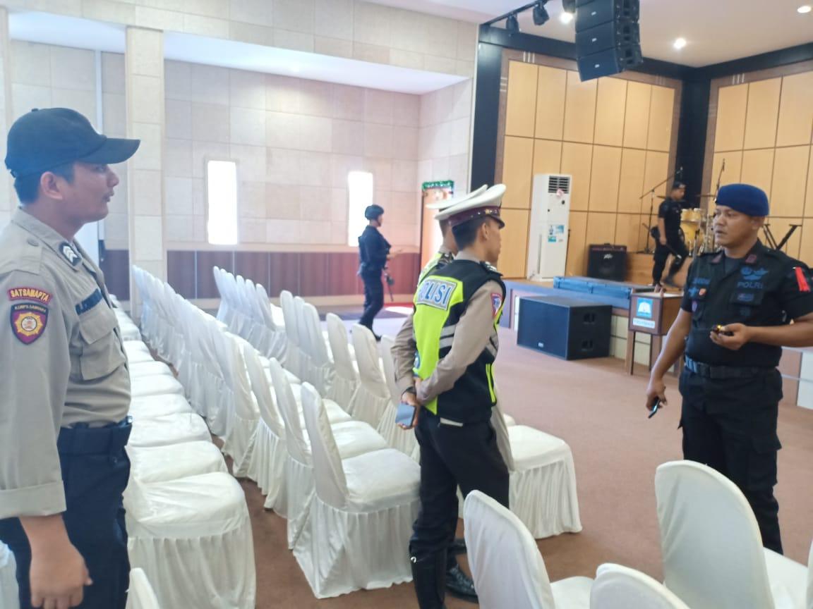 Photo of Dalam Rangkaian Operasi Lilin Seligi 2019 Unit Jibom Brimob Polda Kepri Laksanakan Sterilisasi Gereja