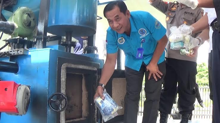 Photo of Badan Narkotika Nasional Provinsi Kepulauan Riau (BNNP Kepri) Musnahkan 3 Kg Sabu-Sabu dan 8.984 Butir Pil Ekstasi
