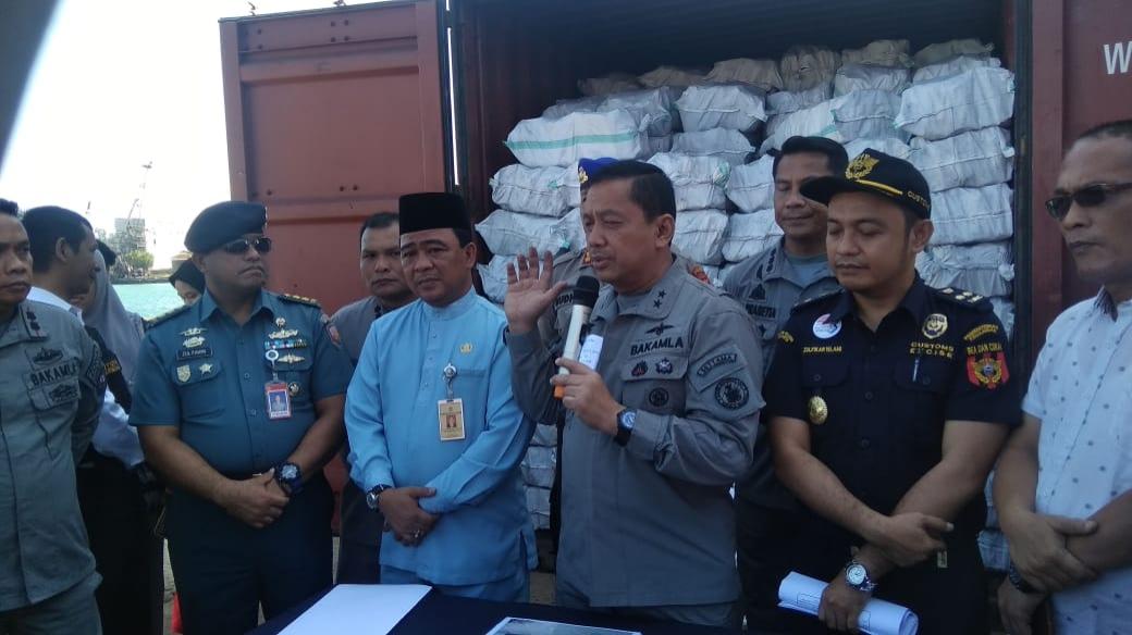 Photo of Timgab dan SATGASUS Trisula Bakamla RI amankan Arang Bakau Ilegal Senilai 24 Milyar
