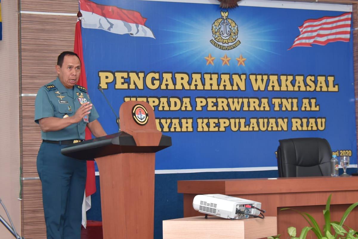 Photo of Wakasal Beri Pengarahan Kepada Segenap Perwira TNI Angkatan Laut Se-Kepri