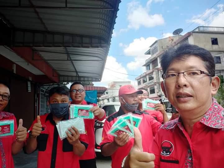 Photo of Peduli Covid – 19, Asman Alek Anggota DPRD Kota Tanjungpinang Bagikan Ribuan Masker dan Hand Sanitizer