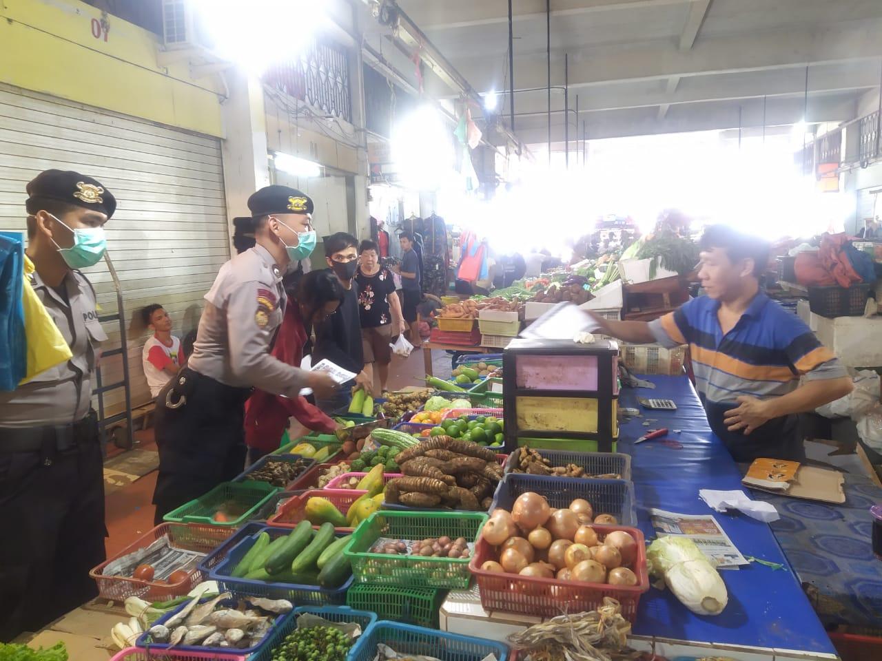 Photo of Dalam Rangka Operasi Aman Nusa II Seligi 2020, Satgas Samapta Polda Kepri Turun Ke Pasar-pasar Di Batam