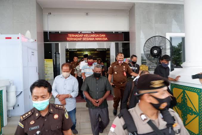 Photo of 10 Dari 12 Tersangka Tambang Bauksit di Bintan Ditahan Kejati Kepri